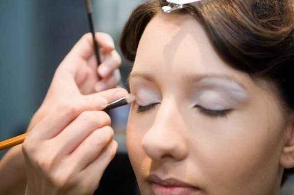 Как правильно наносить макияж себе