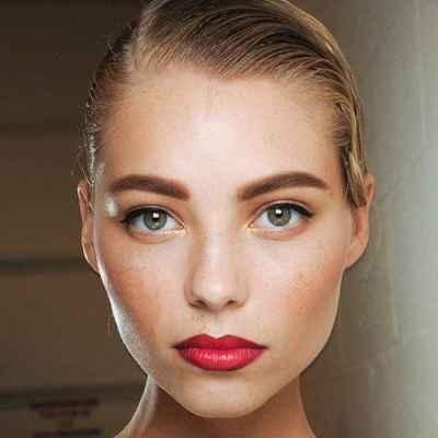 Чем лучше снимать макияж с лица и глаз