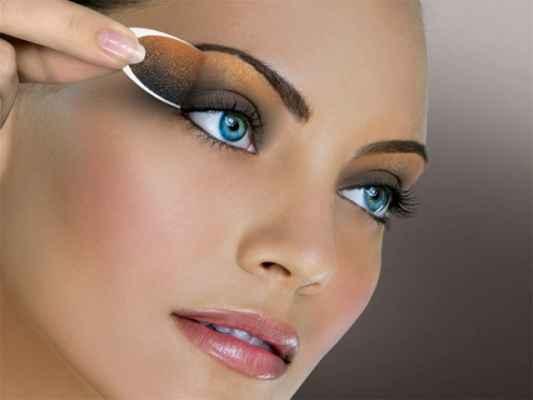 24Макияж подчеркивающий серых глазах