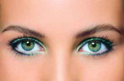 Макияж в золотых тонах для зеленых глаз