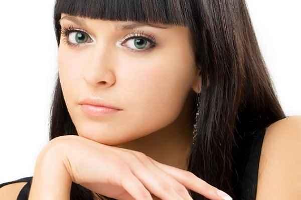 Нюд макияж для брюнеток с голубыми глазами