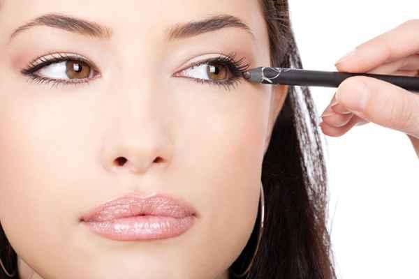 Как макияжем сузить глаза