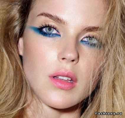 Макияж для синих глаз и темных волос фото