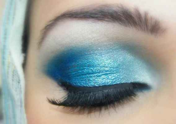 Eye makeup styles for blue eyes