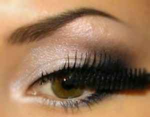 Фото макияжа с черно-белыми тенями