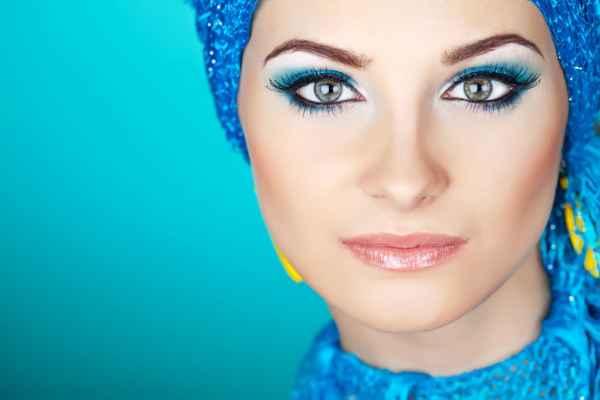 Макияж под голубое платье и голубые глаза